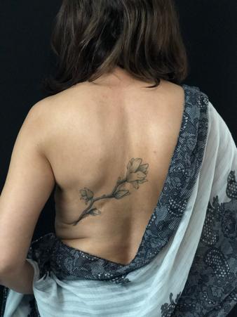 Tatouage artistique cicatrice dos 338x450